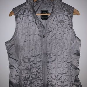 THE NORTH FACE GRAY WOMEN'S VEST!😍